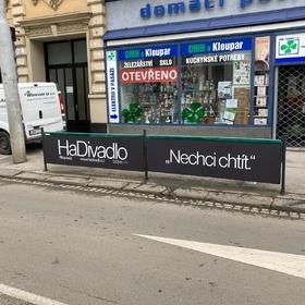 Reko - Venkovní reklama Brno - Reklama na zábradlí - HaDivadlo